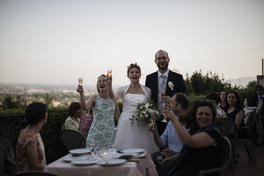 Fotografo Matrimonio San Gimignano: L'importanza delle foto di gruppo durante i festeggiamenti nella fotografia da matrimonio