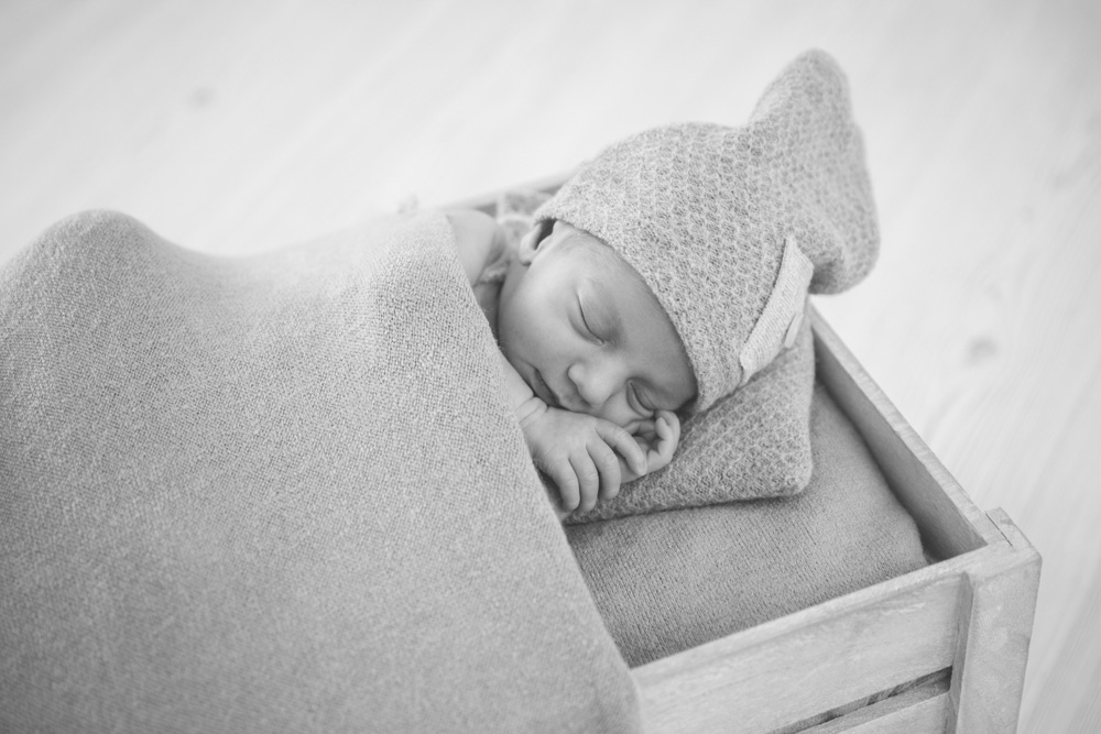 Fotografo newborn Pescia
